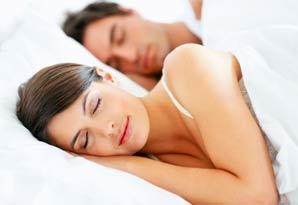 slapende-man-en-vrouw