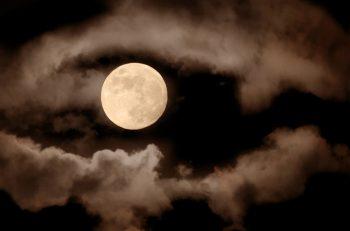 Slaap je slechter bij volle maan