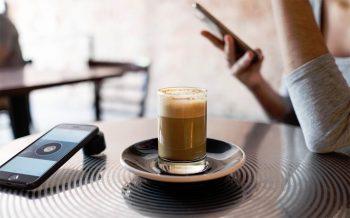 Hoofdpijn door te veel of te weinig cafeïne?