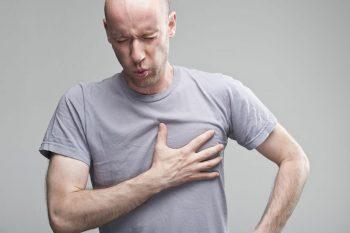 Pijn of drukkend gevoel op de borst
