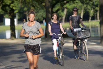 Wetenschappers zeggen: blijf bewegen, maar overdrijf het niet