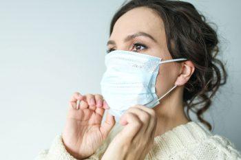 Benauwdheid verminderen bij dragen mondkapje