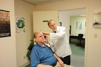 De oorzaken en gevolgen van gehoorverlies
